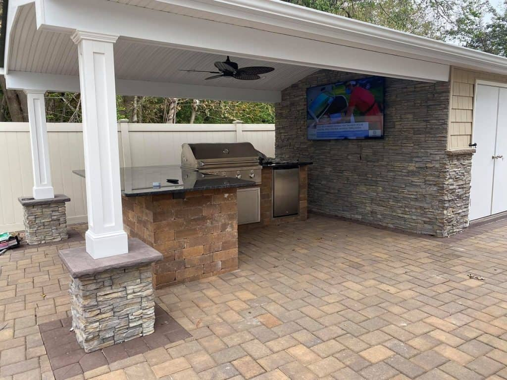 install outdoor kitchen